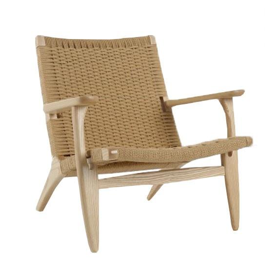 Replica of the Scandinavian Lounge CH25 armchair