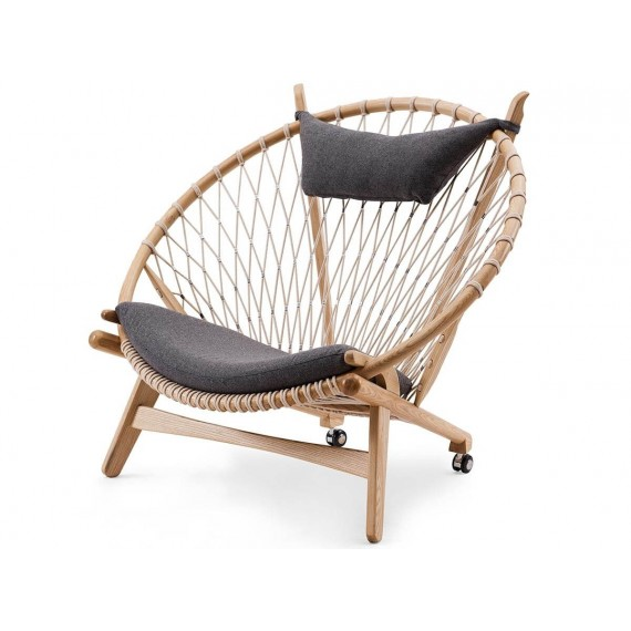 Replica of the high-end PP130 Circle Armchair by Hans J. Wegner