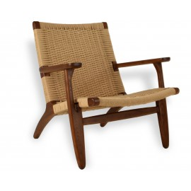 Replica of the Nordic Lounge CH25 armchair in walnut wood