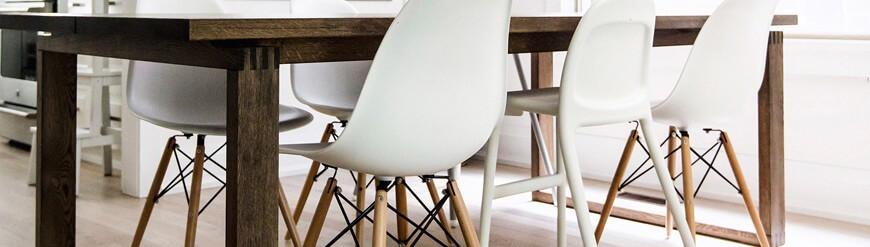 Repliken von Eames Kunststoffstühlen