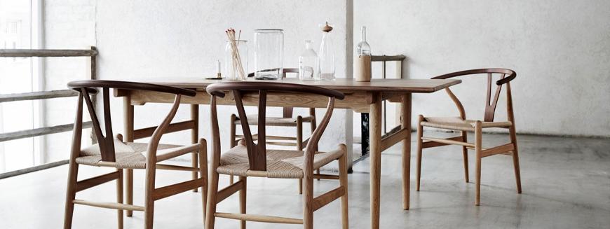 Répliques de chaises nordiques en bois