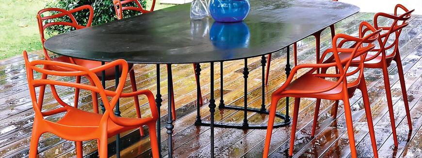Des répliques de chaises de jardin design telles que la chaise Masters.
