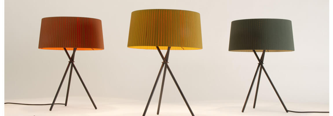 Inspiration from the Tripode table lamp of the acclaimed design of the 90's.