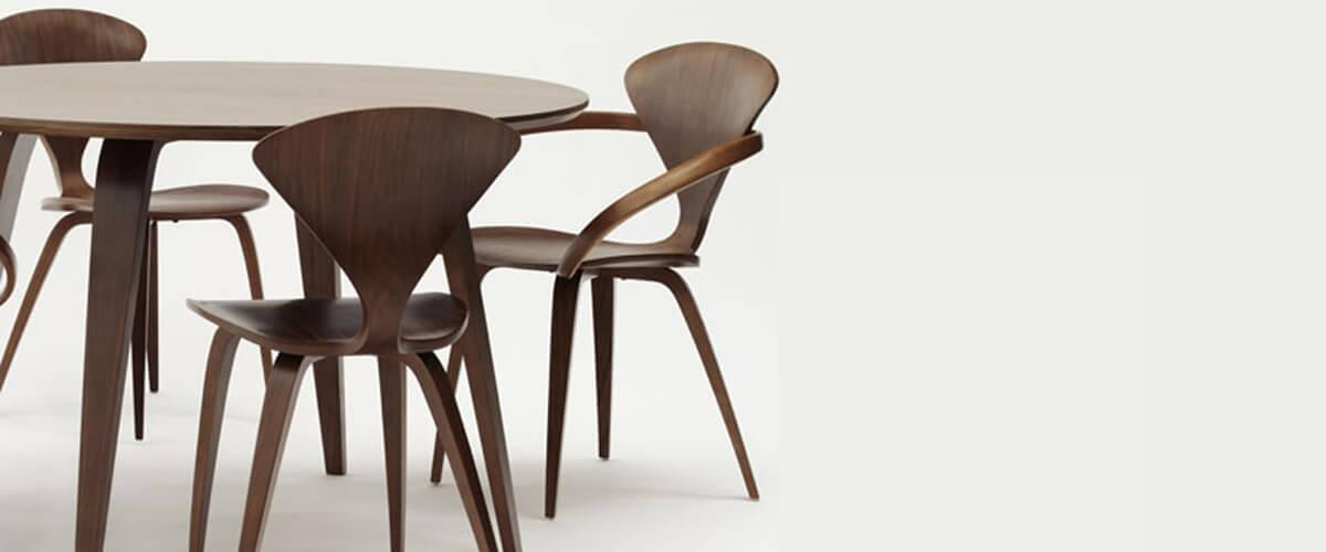 Set tavolo scandinavo Cherner con sedie Cherner abbinate.