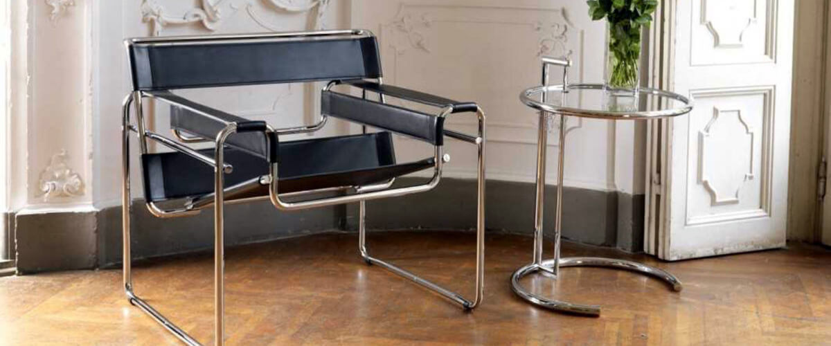 Replica of the Wassilly Chair in black leather by the famous designer Marcel Breuer