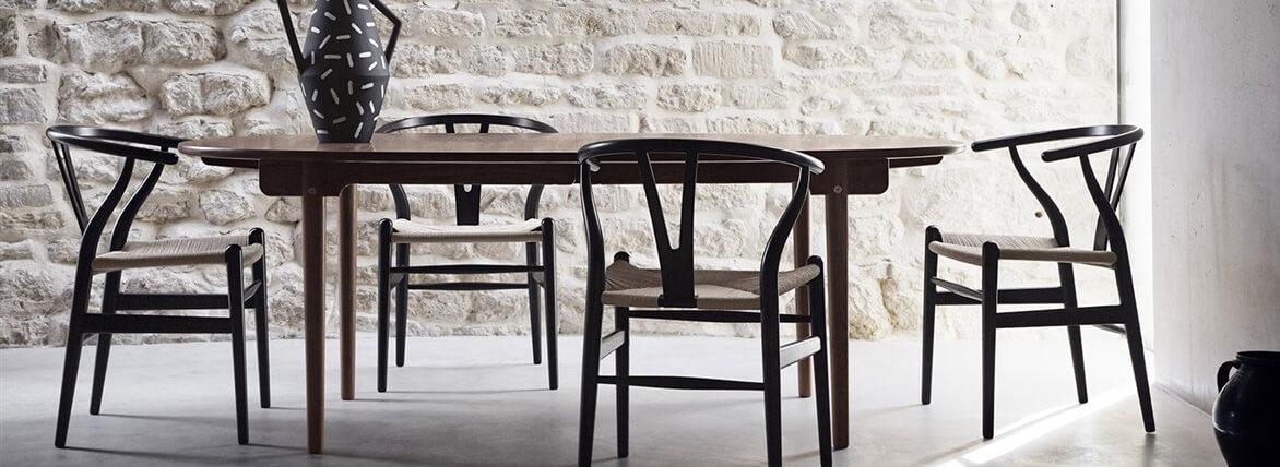 Replica sedia Wishbone in legno colorato di Hans J. Wegner