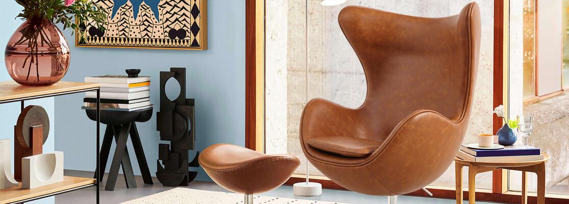 Chaise Egg Replica en similicuir vieilli vintage du célèbre designer Arne Jacobsen.