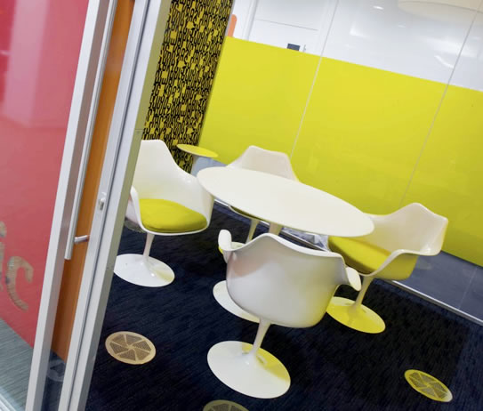 tulip-table-office-mueble-design