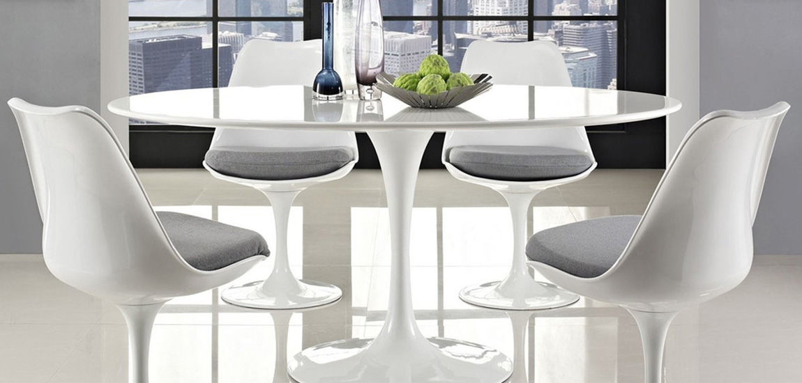 Design table Tulip of 100cms in white wood by the designer Eero Saarinen